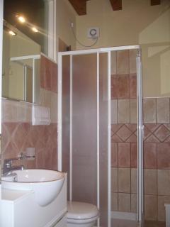 Bathroom 2 with shower, WC, bidet