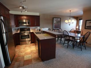 Mont-Tremblant condo with Mountain View and Spa, Mont Tremblant