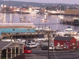 Romantic SUMMERWIND COTTAGE- Scenic Harbor View