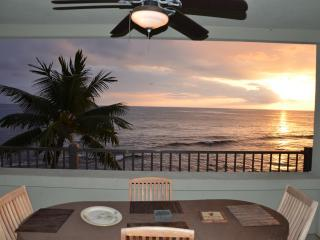 Direct oceanfront corner unit - Banyan Tree 306., Kailua-Kona