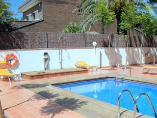 2-bedroom fully equipped apartments for rent near Barcelona and beach (up to 5 people)