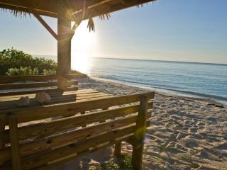 Luxury Beachfront 5 BR on Grand Bahama, Car Incl.