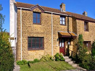 PLEASANT COTTAGE, pet friendly, country holiday cottage, with a garden in Corsco