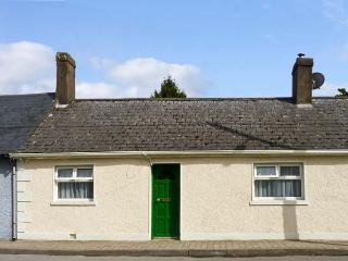 BURKE COTTAGE, pet friendly, character holiday cottage, with a garden in Lismore