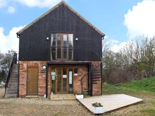 THE PUDDING ROOM, country holiday cottage, with a garden in Ashbourne, Ref 12220