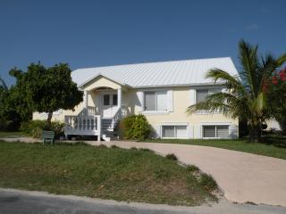 Bella Mare' Oceanfront home with Fresh Water Pool!, Green Turtle Cay