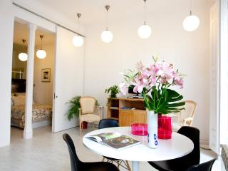IMMACULATE! The WHITE LOFT, 2br central CHUECA, Madrid