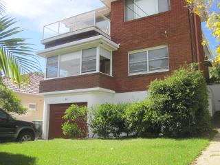Janal House - Large 2 b/room, close to beach, Sydney