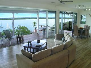 180 degree panoramic views from the open plan rooms