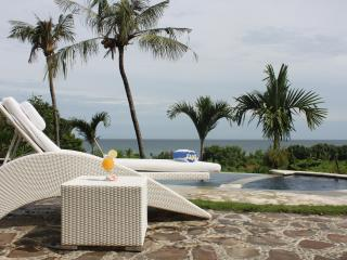 Luxury villa with pool and ocean view, Lovina Beach