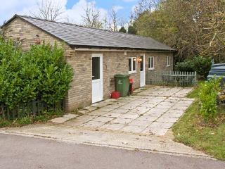 LITTLE LODGE 1, romantic, country holiday cottage, with a garden in Bylaugh