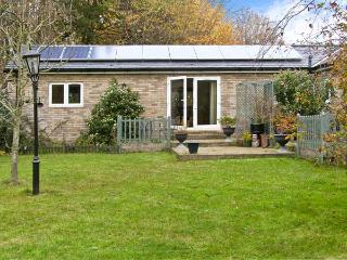 LITTLE LODGE 1, romantic, country holiday cottage, with a garden in Bylaugh, Ref