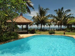 Villa Pantai - Luxury and Spacious Beach Villa, Lovina Beach