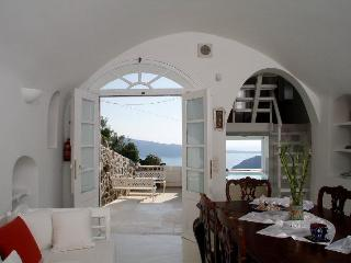 Luxury Villa at Oia with amazing view and  pool