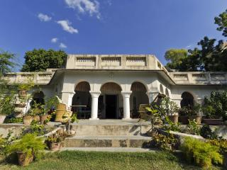Ajmer Bungalow - Rent a Colonial period masterpiece!