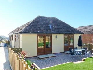 1 THE STABLES, country holiday cottage, with a garden in Ryde, Isle Of Wight, Re