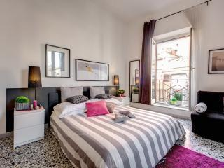 Nuovo appartamento con balconcino a Campo de Fiori!