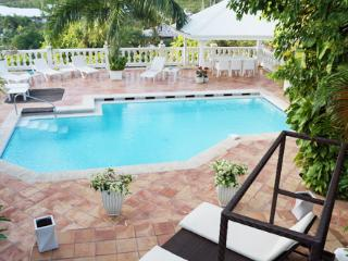 Villa Joelle - Ideal for Couples and Families, Beautiful Pool and Beach