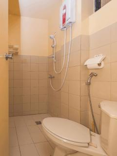 Apartment 1 Bathroom with hot shower