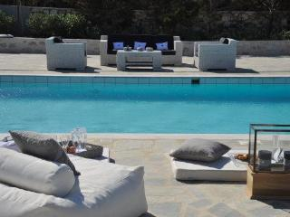4 bedroom luxury Santa Maria beach villa, Naoussa