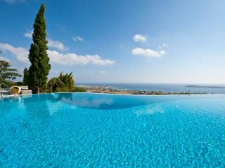 4 bedroom luxury villa with pool near Golden beach