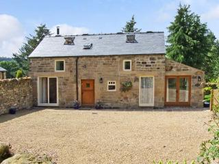 ACORN COTTAGE, pet friendly, character holiday cottage, with a garden in Ashover, Ref 12710