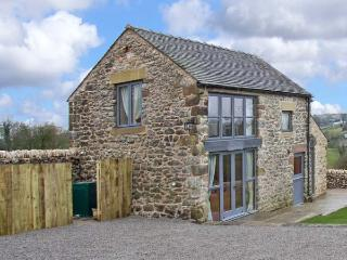 SPINNEY FARM COTTAGE, family friendly, country holiday cottage, with a garden in