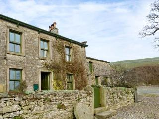 GREENGATES FARM, pet friendly, character holiday cottage, with a garden in Horto
