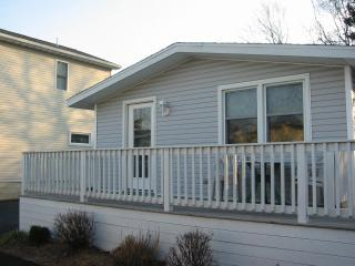 Pet Friendly Cozy Cottage, just 1 mi. from beach!, Rehoboth Beach