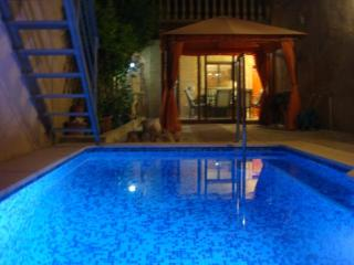 Traditional 5 bedroom house with private pool, Valencia