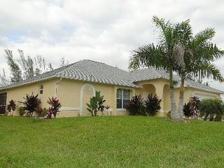 Marthas Villa - Pool Home on Freshwater Canal, Cape Coral