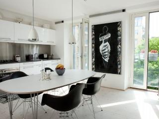 Nice and bright Copenhagen apartment close to Tivoli, Copenhague