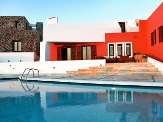 Luxury Island Villa on Santorini with Views of the Mediterranean Sea - Villa Agn