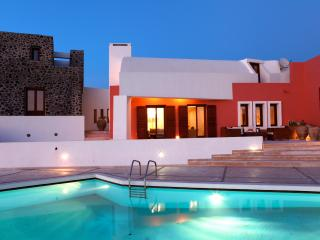 Luxury Island Villa on Santorini with Views of the Mediterranean Sea - Villa Agn