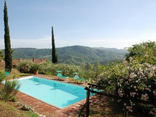 Tuscan Farmhouse with Views and Private Pool - Casa Felicita, San Martino in Freddana