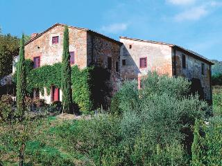 Farmhouse with Tennis Court and Private Pool - Casa Francesco, San Pietro a Marcigliano