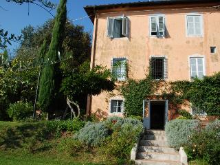 Tuscan Farmhouse with Views and Private Pool - Casa La Bottega, San Martino in Freddana