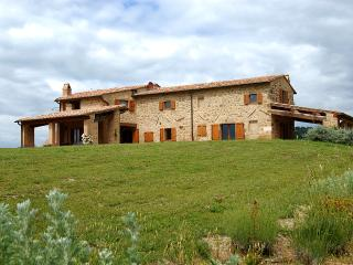 Tuscan Farmhouse with a Private Pool Near Spas - Villa Vigna, Monticchiello