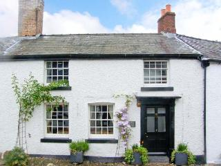 DARWIN COTTAGE, pet friendly, character holiday cottage, with open fire in Llansilin, Ref 11215, Oswestry