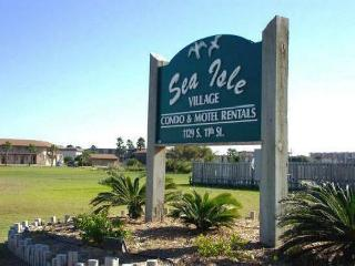 Sea Isle Village 1/1 2nd story condo, Gulf views beach access, community pool