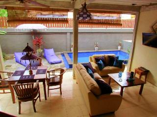 Villa Aqua, 2-bedroom with pool, walk to beach, Seminyak