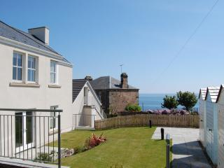 Stylish apartment in Crail with great sea views!!
