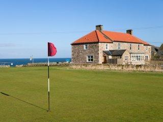Spacious farmhouse overlooking sea & golf courses!, Crail