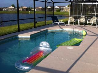 Luxurious lake view home just minutes from Disney - Free HBO/Netflix, Kissimmee