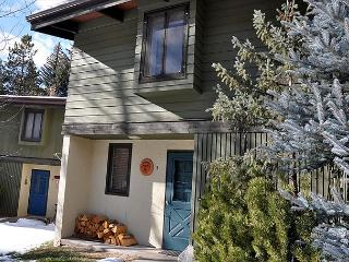 Creekside home near Vail ; 3 bed+loft 1975 Placid Dr, #5, Vail, CO 81657