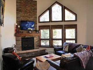 LedgesA 3 bed/3.5 bath single home E Vail 3891 Bighorn Rd, #A, Vail, CO 81657