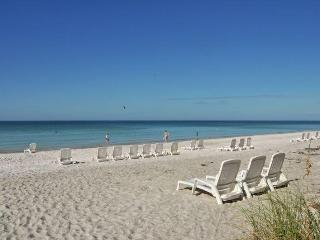 Beautiful Beach Condo, Family Friendly,Heated Pool, Longboat Key
