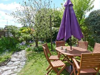 5 BODMIN HILL, pet friendly, character holiday cottage, with a garden in Lostwit