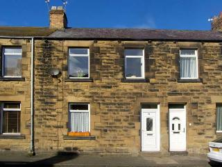 COMPASS HOUSE, pet friendly, with a garden in Amble-By-The-Sea, Ref 11896