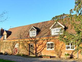 LEASOWES COTTAGE, pet friendly, character holiday cottage, with a garden in Church Stretton, Ref 12843
